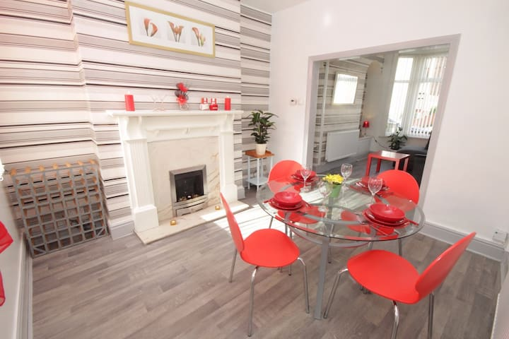 Luxury Home away from Home - Liverpool - Talo