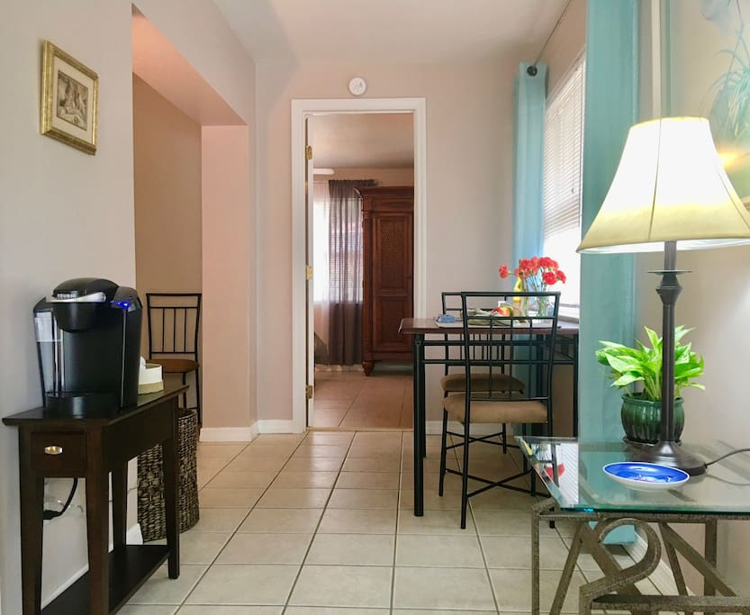 Walk to the beach remodeled 1bd with big patio for Badezimmer justin