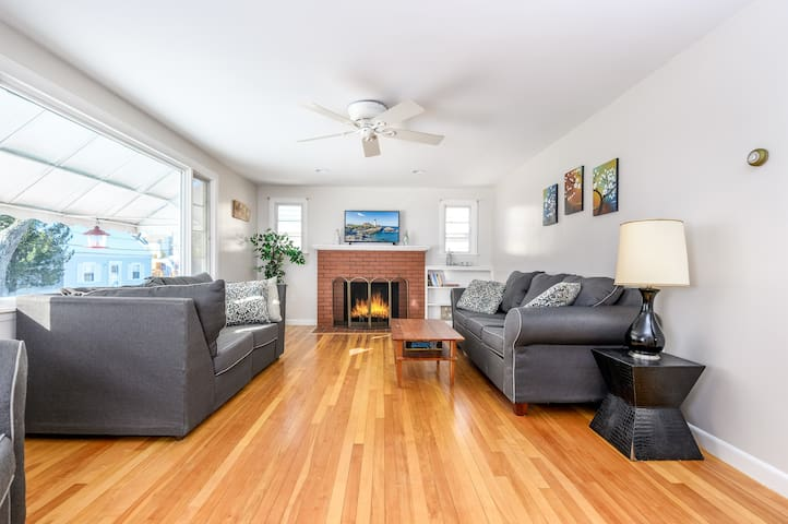 Beach House 500 Feet to The Beach.  Right in Pine Point. - 7+ Night Stays 25%-50% Discounts