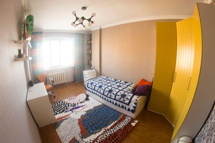 Светлый уютный гестхаус на набережной Астаны - Astana - Bed & Breakfast