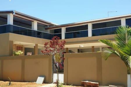 Casa de praia de esquina ampla e confortável !!!