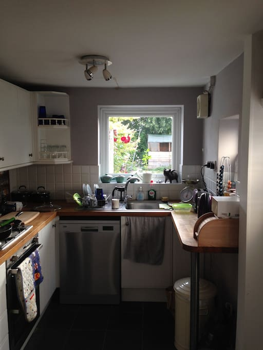 Well-equipped kitchen. Hob, oven, fridge freezer, dishwasher, Nespresso.