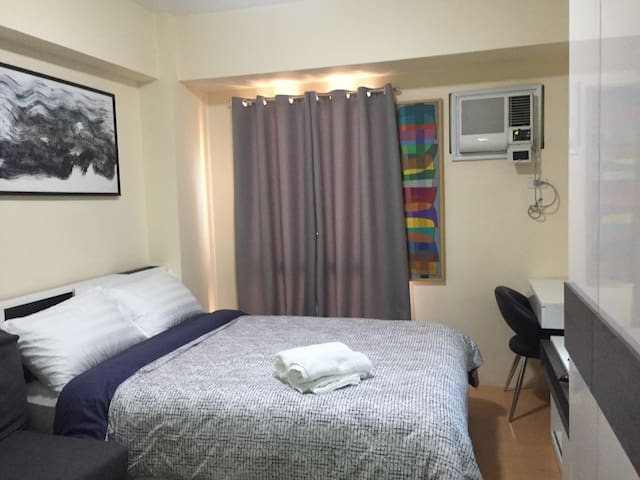 Private Condo for travelers near Airport and Mall