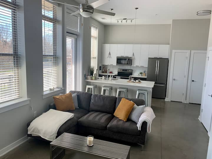 Modern 1BR, 1BA Apt located minutes from Uptown