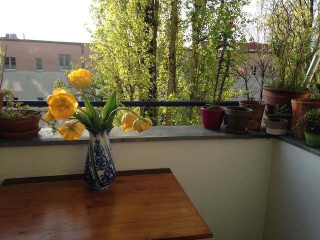 Lovely and quiet Get-away, conveniently located - Berlin - Apartmen
