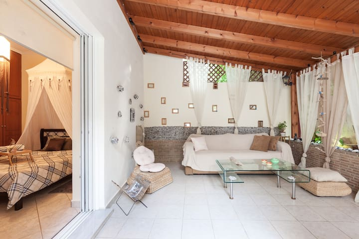 Beautiful apartment with great backyard - Κορυδαλλός
