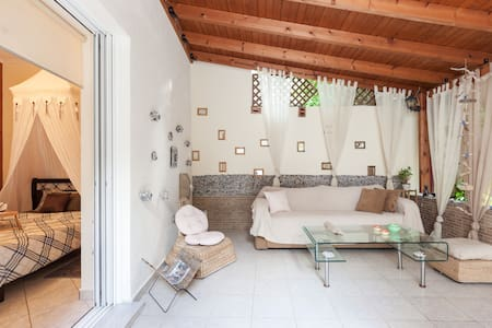 Beautiful apartment with great backyard - Κορυδαλλός - Apartamento
