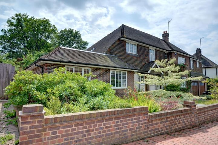 Peaceful Apartment in Tunbridge Wells for Couples with Garden