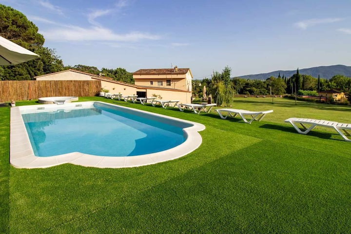 DORMESTANY holiday home - Swimming Pool. Garden 15.000 m2