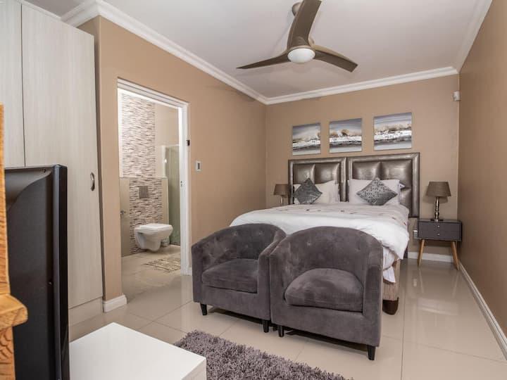 Cashmere Suites Business Double 4, 5