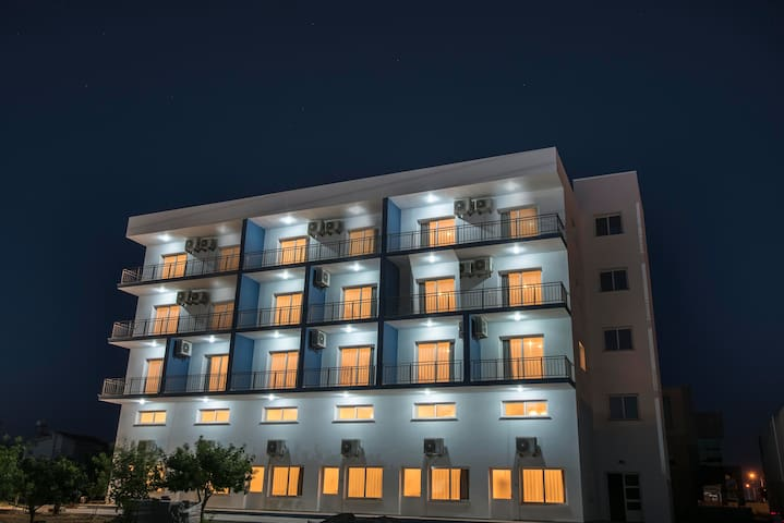 DENIZ AIRPORT SUITES -STUDIO +BALKON
