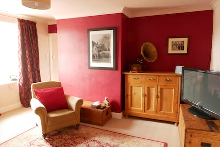 Cosy first floor apartment in the heart of town