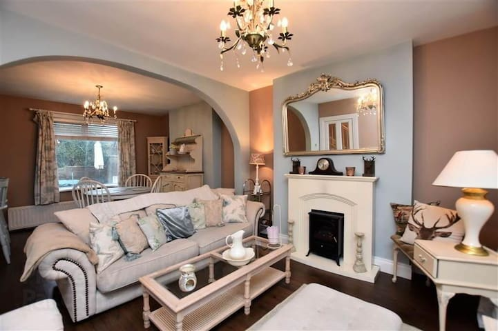 Shabby Chic Cosy Home In The Heart Of Holywood