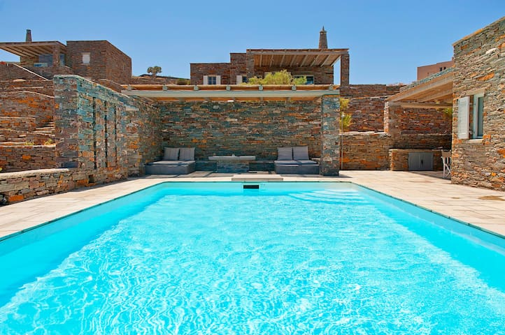 Seafront traditional Villa Maistros - Otzias - Hus
