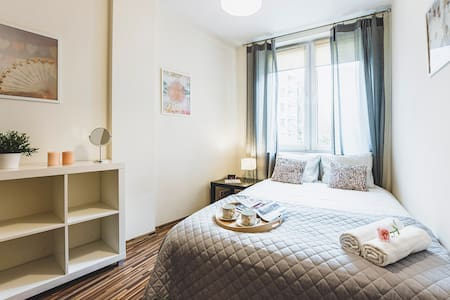 Niecała 15 Prince 1 bedroom Apartment + TV