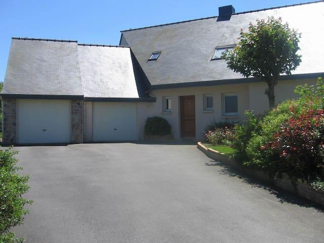 villa moderne avec vue sur un verger - Plédran
