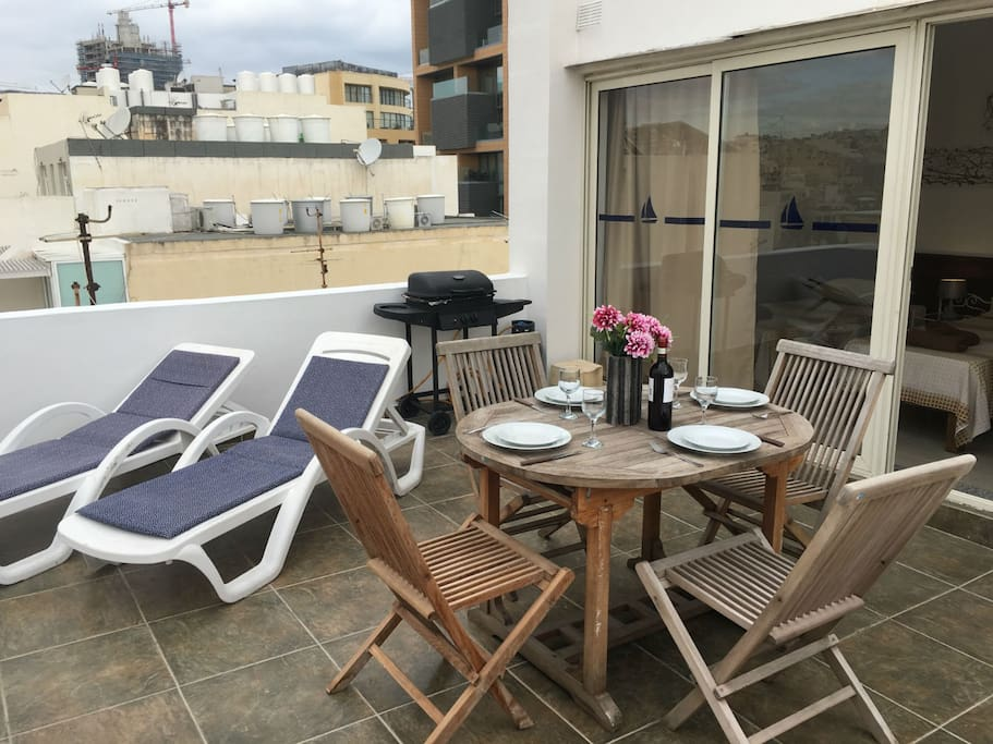 Beautiful Fully Equipped Terrace