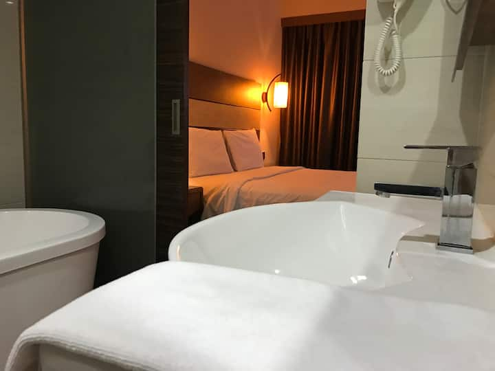 Complimentary Breakfast - Suite Room in Town