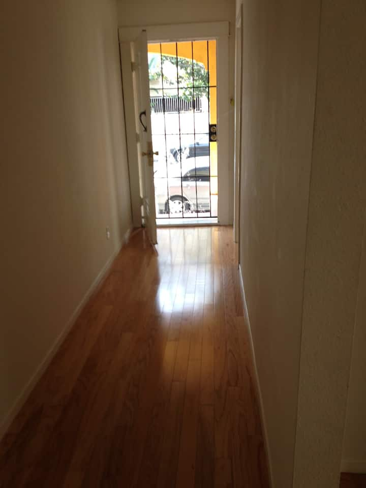 Unfurnished/Furnished LARGE 1 BD/1 BA APT