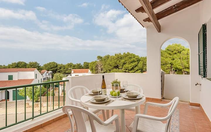 Appartement de vacances confortable avec piscine, Wi-Fi, balcon et pelouse ; Parking disponible