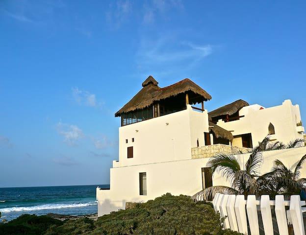 Magi Azul - Caribe Beach House