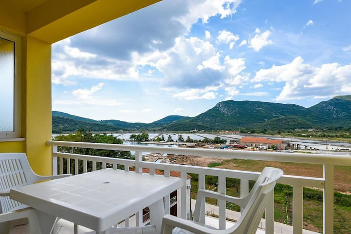 One bedroom apartment with terrace and sea view Ston (Pelješac) (A-10208-d)