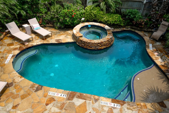 FireHenrys 109 | Private Oasis Pool & Hot Tub