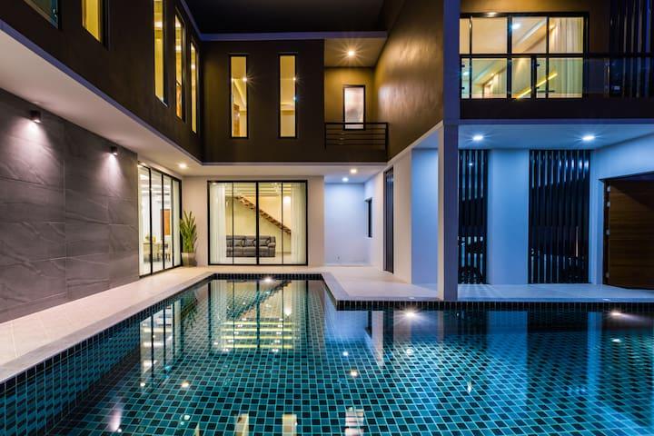 Elegant Life Style at VVIP Pool Villa
