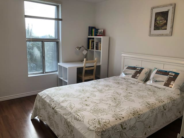 1 bedroom with new furniture near Seneca