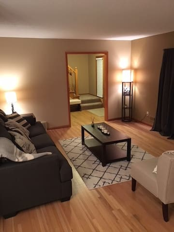 Home w/ easy access to Minneapolis, MOA, and MSP