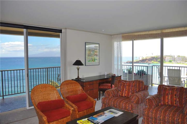 Whaler at Kaanapali Beach #852: Sweeping Direct Ocean front views from this 2 br condo on the 8th floor of Tower II, sleeps 4