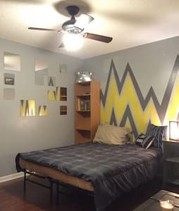 Cozy home with a queen size bed and full bathroom - Murfreesboro - Maison