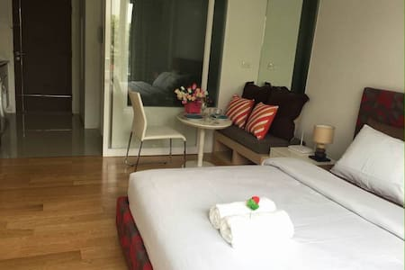 Entire studio Apt,Wifi,PoolClose to BTS/MRT Nana - Bangkok - Apartment