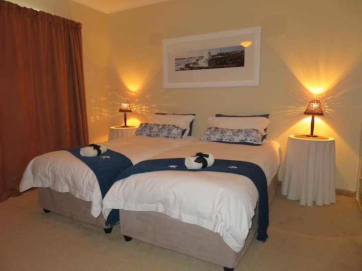 Self catering flat, walking distance to the beach