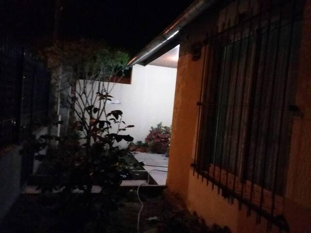 frente de la casa de Noche