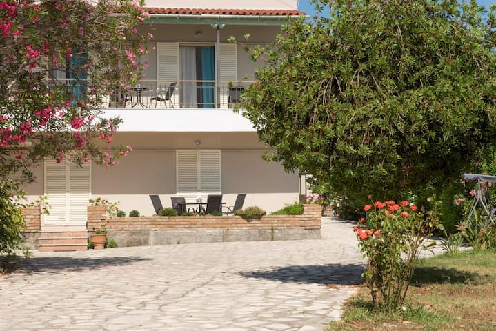 YPSOS HOUSE BY THE SEA (TASSOS)
