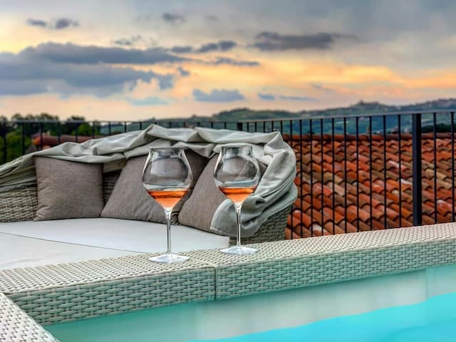 Our open air Jacuzzi on the upper solarium of Dimora San Carlo with chill out sofas and stunning view for amazing aperitivo! Common area open 24/7