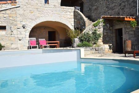 Vakantiewoning voor bij herenboerderij met grote tuin en heerlijk zwembad