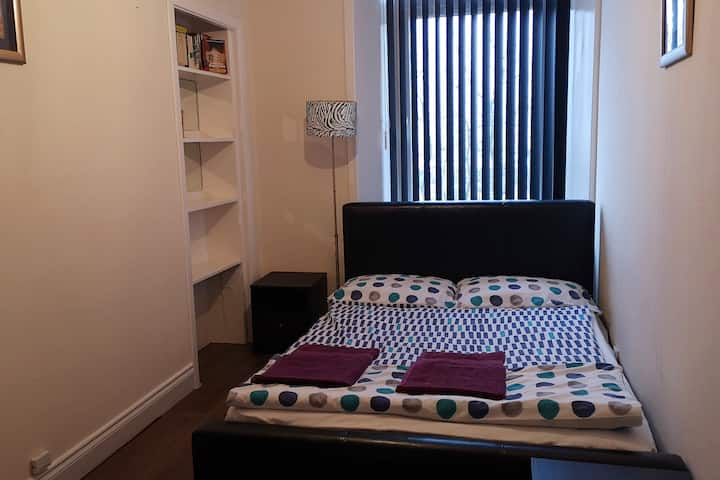 Clepington Road Apartment