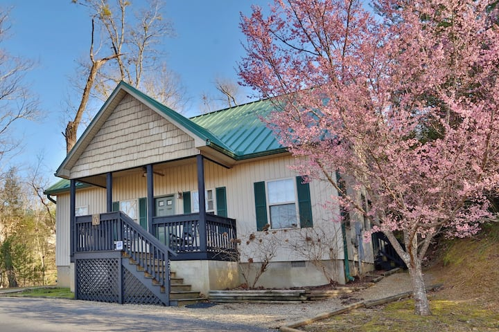 Apple Blossom a 2 bedroom chalet in a Pigeon Forge Resort