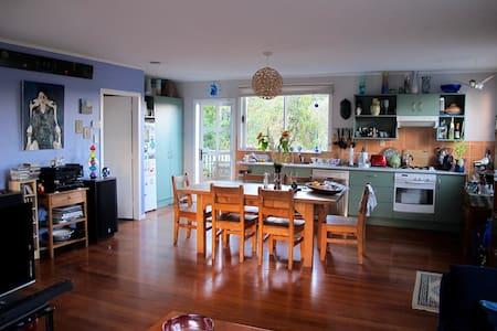 Unique artist's house, central location. - Auckland - Casa