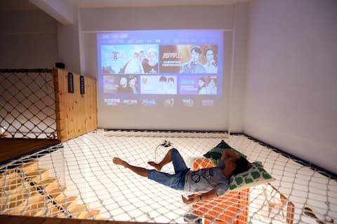 『上川岛飞沙滩旅游区内』北欧风复式五房-独立庭院带厨房自动麻将巨幕投影超大网床,步行15米到达沙滩
