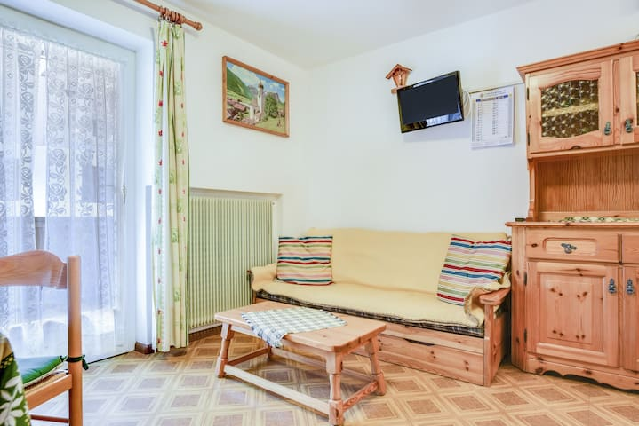 Cosy Holiday Apartment Fraine with Mountain View & Wi-Fi; Parking Available, Pets Allowed upon Request
