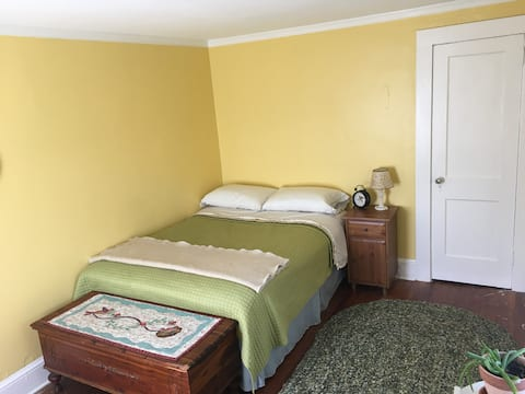 The Yellow Room at Cold Spring Farm