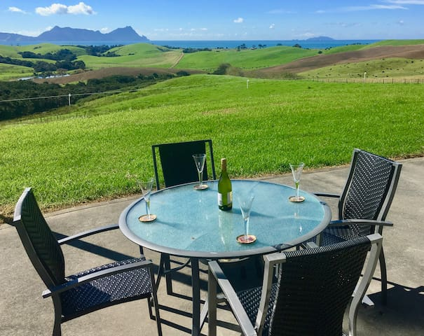 Rural setting with fabulous views over Bream Bay - Waipu - House