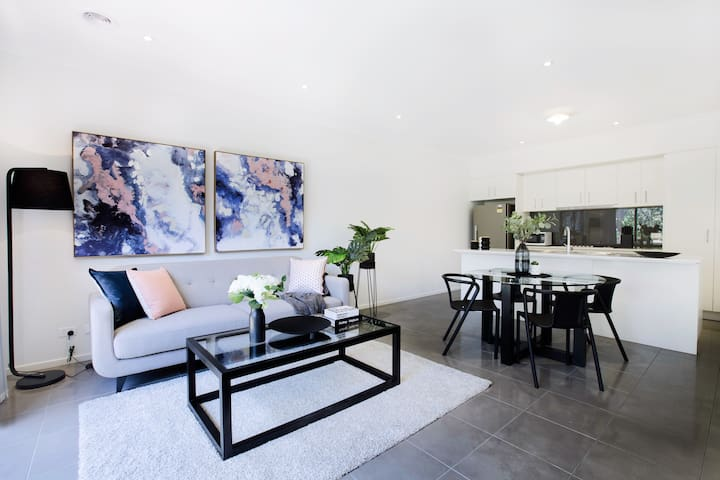 29*4BD2.5BTH 2Cars@explore Inner City of Chadstone