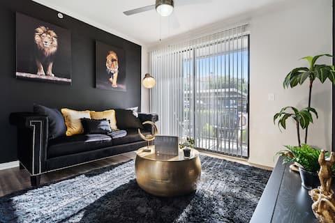 Modern Luxury Apt |DFW Airport| Parking|King Bed