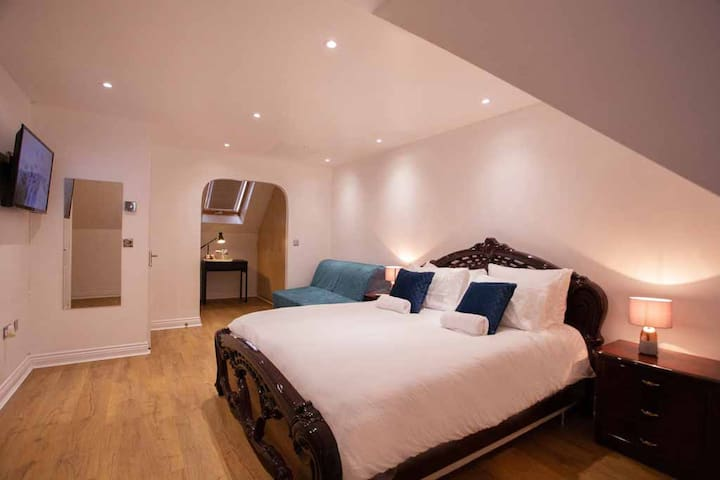 *Relaxed Delux Family Suite - Private BR, Parking*