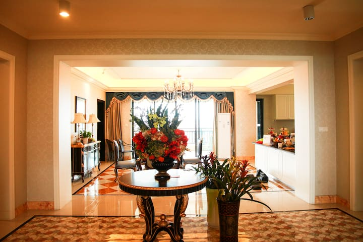 500+方空中花园,五房五卫,超豪华装修,280°空中走廊,望海,望湖 - Guangzhou - Wohnung