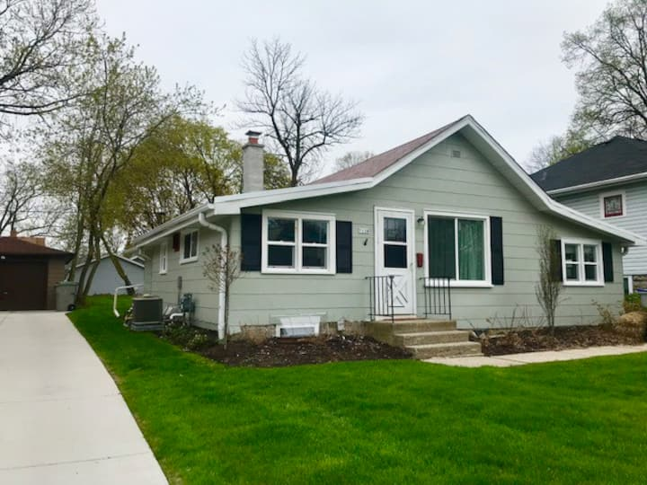 Bright & Airy ,Close to all Milwaukee has to offer